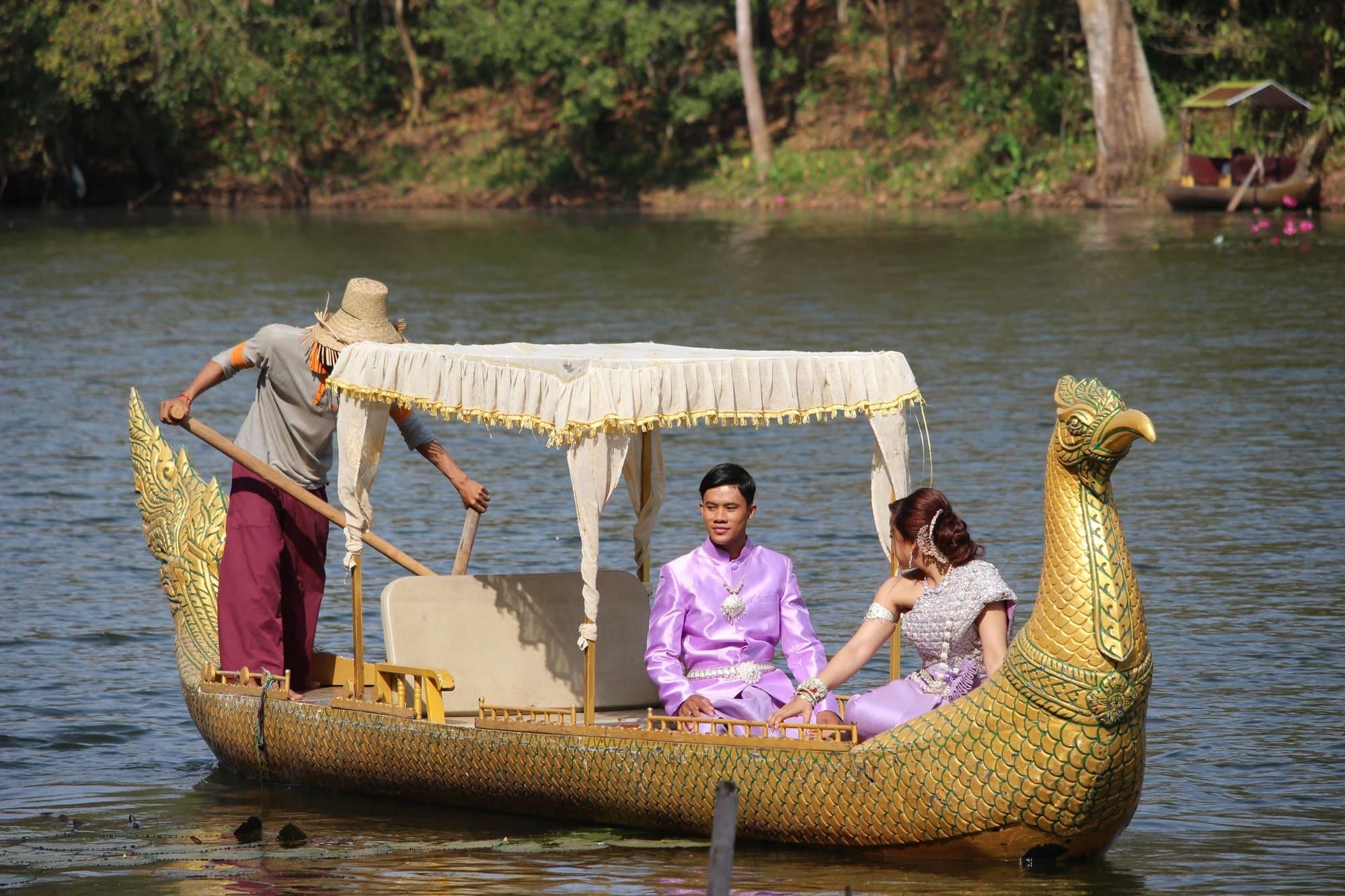 Angkor Thom boat