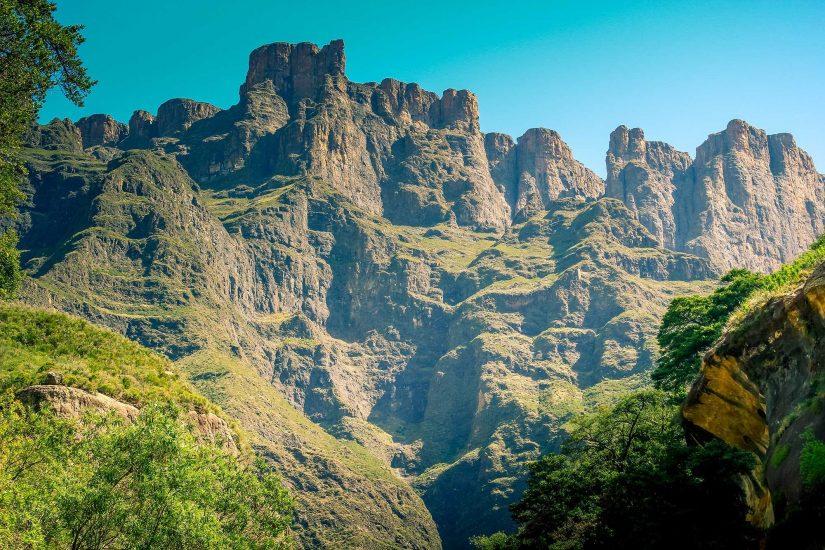 tugela Drakensberg tugela cathedral peak amphitheatre 01