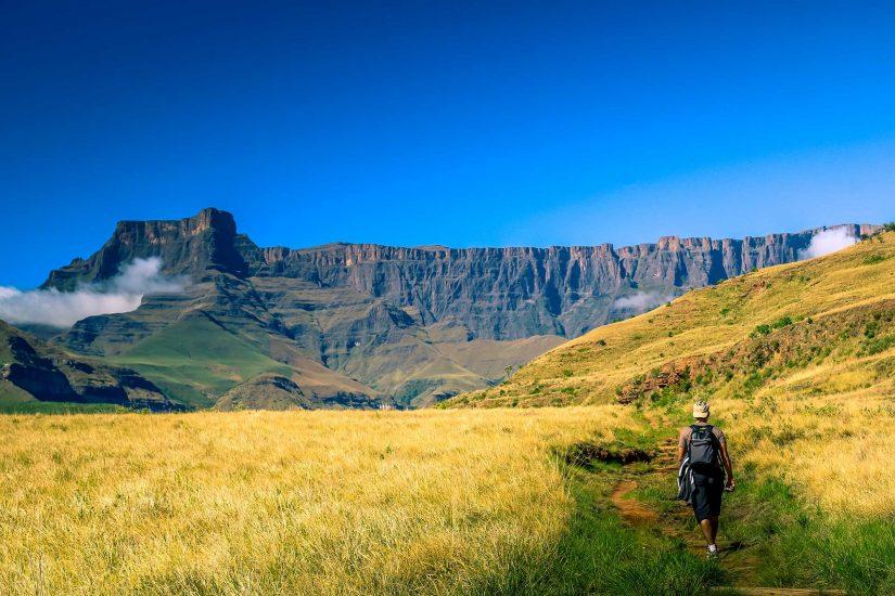 Drakensberg tugela cathedral peak amphitheatre 01