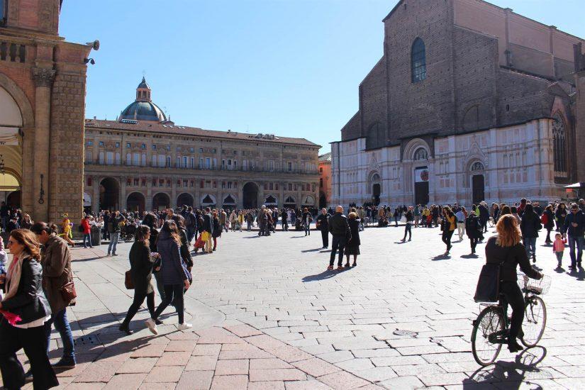La Piazza maggiore Bologne