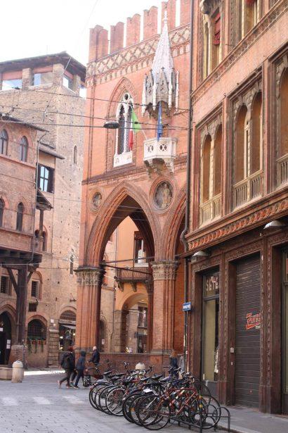 Bologne Le Palazzo della Mercanzia