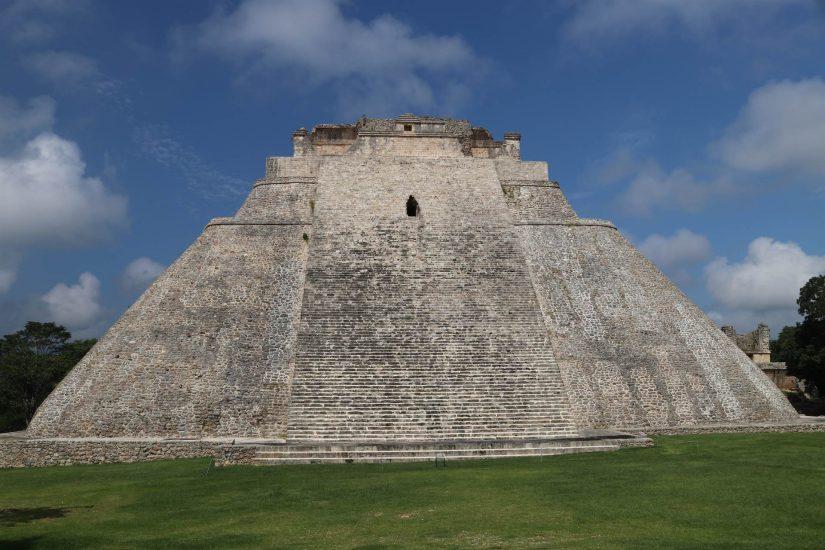 Uxmal  pyramide